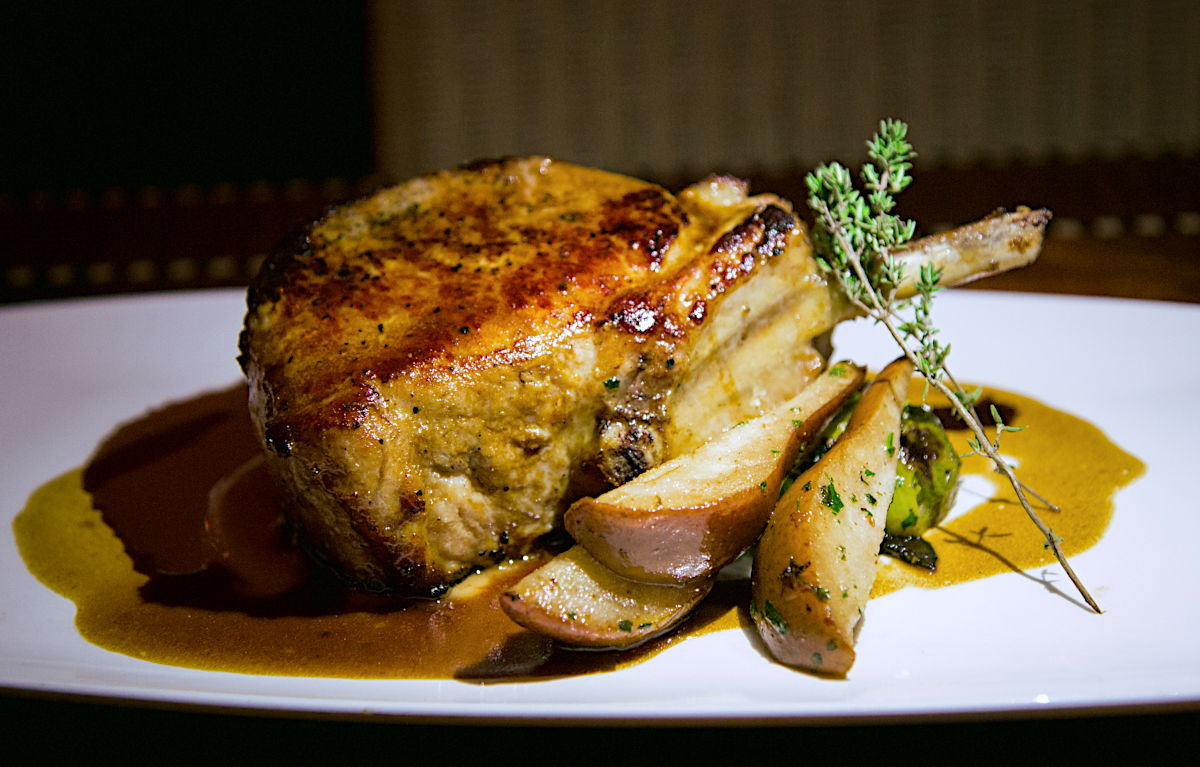 Order naturally pasture-raised pork chops direct from the farm in Ontario Canada